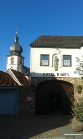 Hotel Anker: Entrance from parking