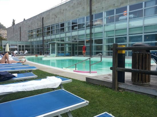 La Reserve Hotel Terme Centro Benessere: La piscina esterna con acqua sulfurea