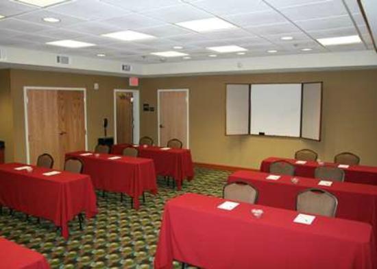Hampton Inn Las Vegas/North Speedway: Reserve a Classroom-Style Meeting Room