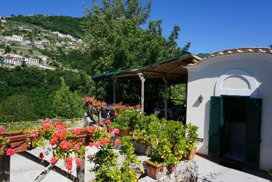 Il Ducato Di Ravello: Il Ducato di Ravelo, nestled into the mountain side with a beautiful view!