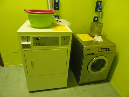 Wow Florence Hostel: Laundry