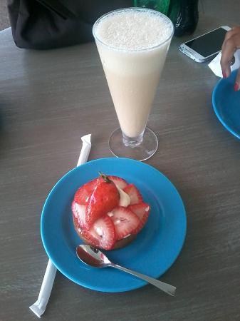 Cafe LUX: Frappé Lux & Strawberry Fruit Tart