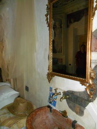 Casa Museo Palazzo Valenti Gonzaga: Capella dil Cardinale