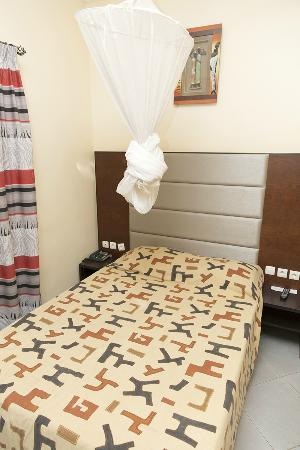Azalai Hotel Dunia: Bed & Mosquito Net