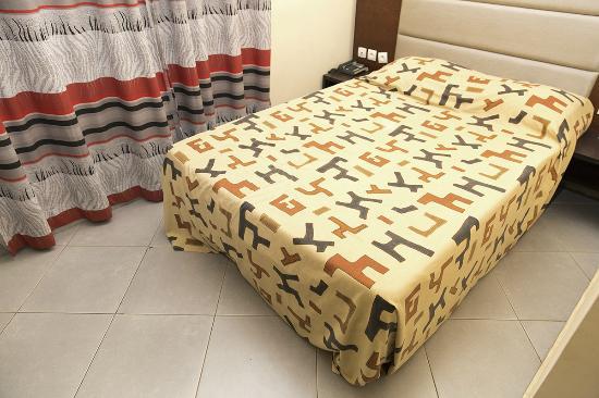 Azalai Hotel Dunia: Bed