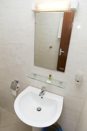 Azalai Hotel Dunia: Washbasin