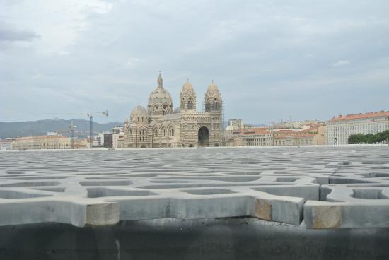 Mucem: vue sur la cathédrale