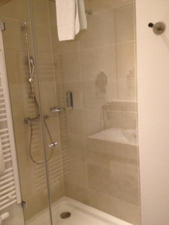 Select Hotel Berlin The Wall: bagno