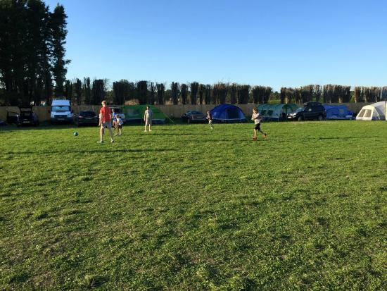 Newenden, UK: Load of room and only 27 pitches.