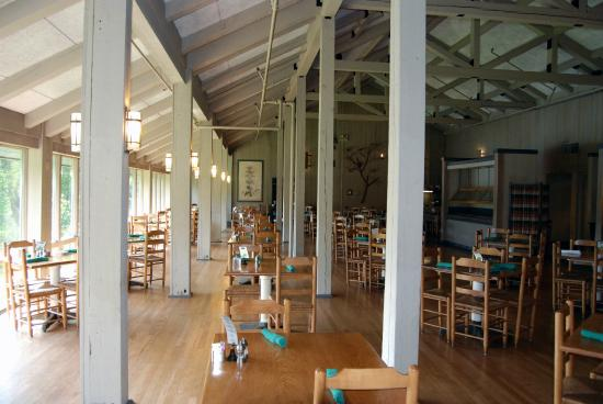 Peaks of Otter Lodge dining room