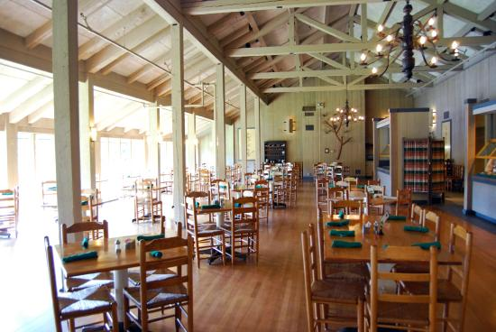 Peaks of Otter Lodge: Main dining room looking at Lake Abbott