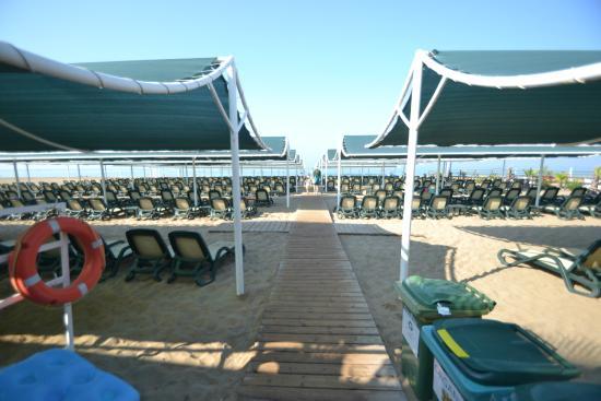 Side Crown Palace: Пляж отеля