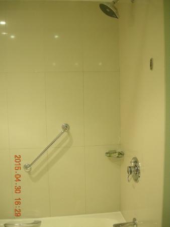 Crowne Plaza Dubai: Washroom