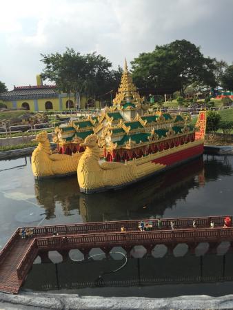 Legoland Malaysia: lego boat