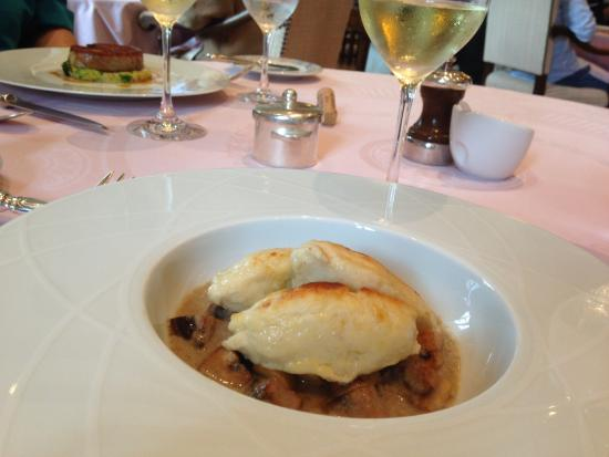 Le Montrachet: Pike quenelles with mushrooms