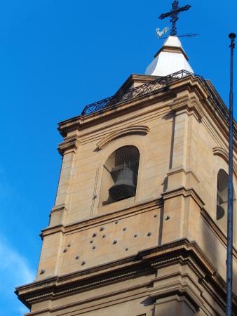 Our Lady of Rosario Basilica: Balas de cañón en la Torre Este