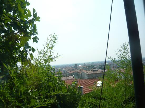 Funicolare Bergamo Alta: Vista de la Cita Baja desde el funicular a Cita Alta