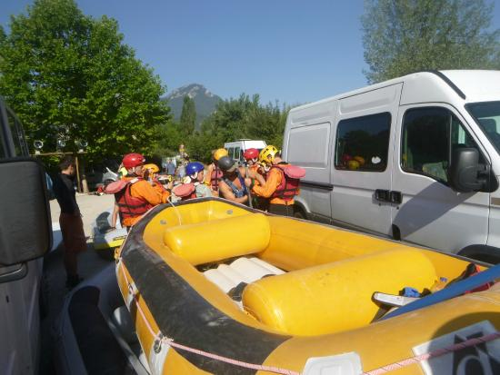 Buena Vista Rafting: Getting ready for put-in