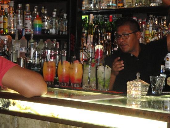 el Neo Tapas & Cocktails: Cocktails at El Neo