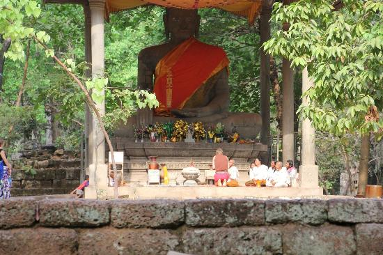 Angkor Thom: Buddha situated within the site