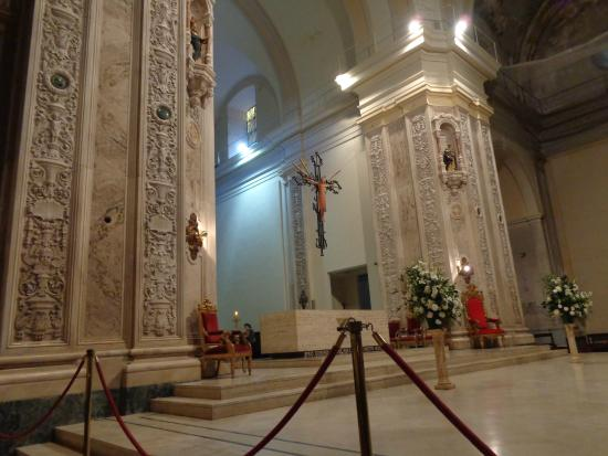 Our Lady of Rosario Basilica: El altar mayor