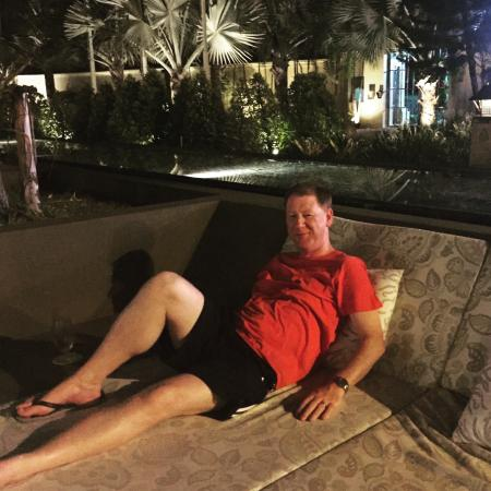 Karon Beach Square: Lounging in the outside bar