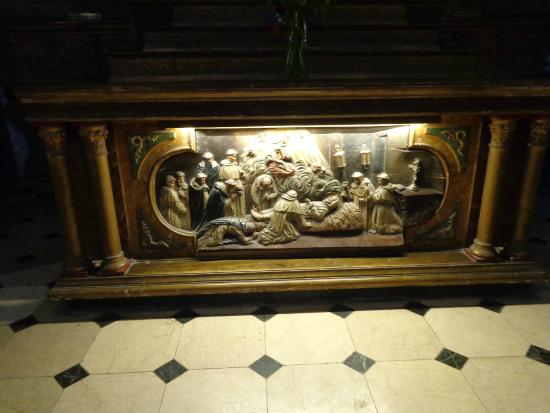 Our Lady of Rosario Basilica: Bajorrelieve  del altar