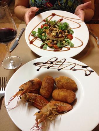 La Bodeguita Del Arte: Menu. Starters. Salad. Prawns with croquettes.  Main. Pork medallions. Beef checks. Dessert. Cus