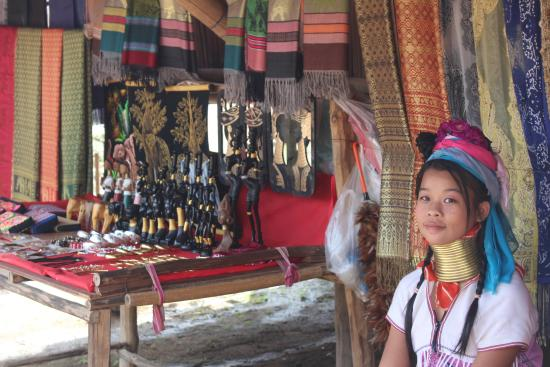 Long Neck Village: Kids and the market