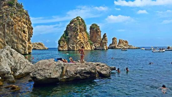 Spiaggia dei Faraglioni: Faraglioni