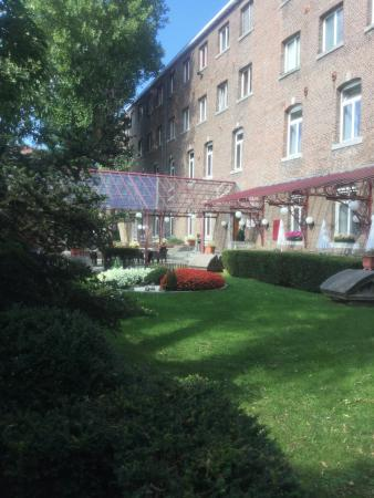 Ramada Plaza Liege City Center: Jardin et terrasse