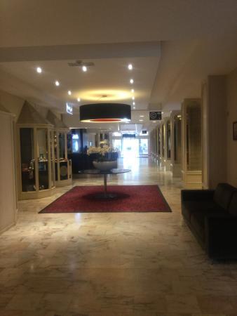 Ramada Plaza Liege City Center: Hall d entrée