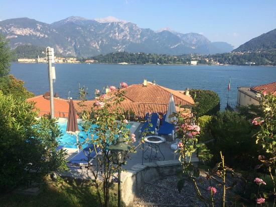 Villa La Mirabella: piscine par l'un des jardins du dessus