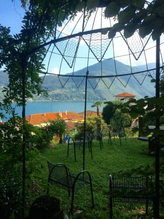 Villa La Mirabella: vue de l'un des jardins