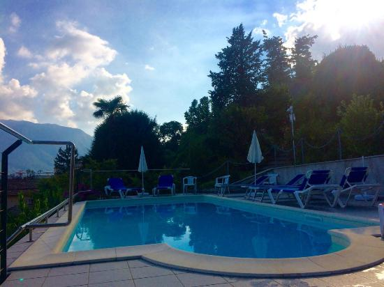 Villa La Mirabella: piscine