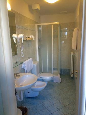Villa La Mirabella: salle de bain de la chambre 2