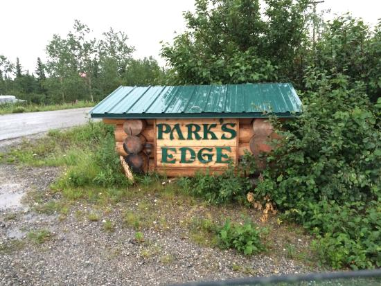 Park's Edge Log Cabins: Sign out on road