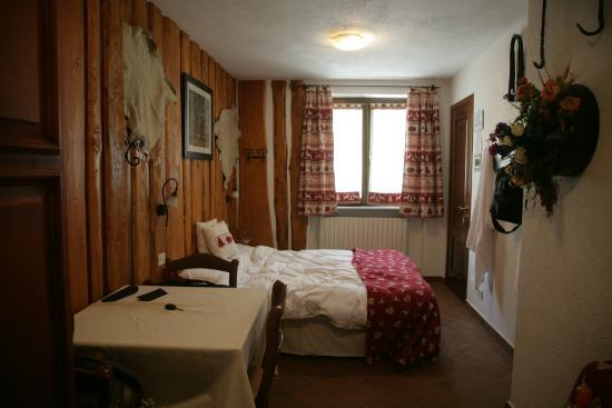 Hotel Edelweiss : Room