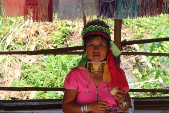 Long Neck Village: Long neck lady
