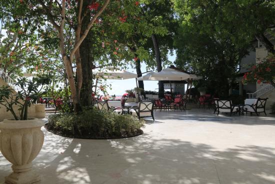 Sandy Lane Hotel: The Hotel Courtyard
