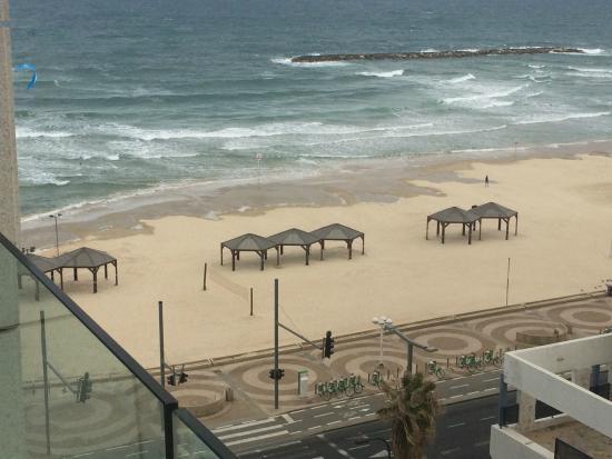 Royal Beach Tel Aviv: Вид с балкона на море