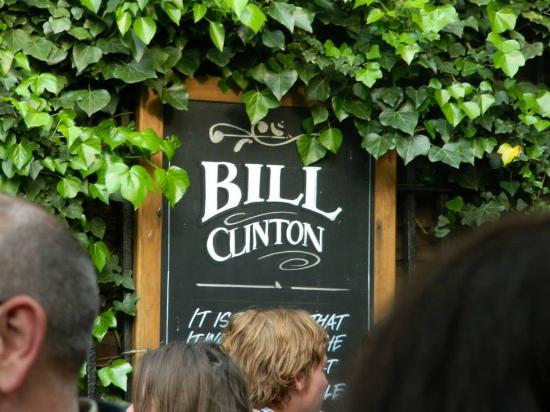 The Turf Tavern: El cartel de Bill Clinton :)