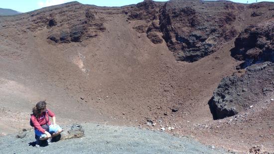 Monte Etna: IL CENTRO DI UN CRATERE