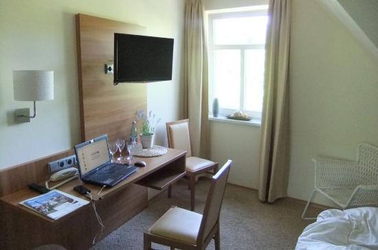 Hotel-Inn Mainblick: Vom Fenster aus sahen wir auf den Main. Laptop und Mobilephone wurden nicht vom Hotel gestellt .
