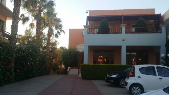 Akti Chara Hotel: Utanför hotellet