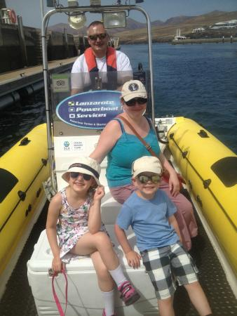 Lanzarote Powerboat Services: Family on the water after completing the course!