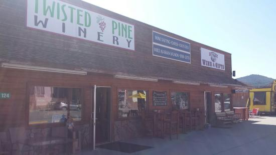 Twisted Pine Winery: Alcoholic Rootbeer and lots of interesting wines!