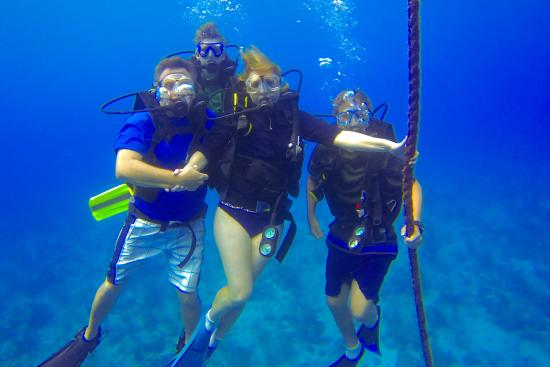 Cayman Diving: Family birthday portrait