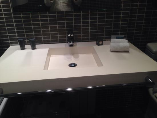 AC Hotel Burgos: Baño muy limpio