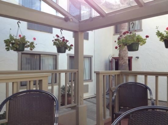Mission Inn: Внутренний дворик в мотеле